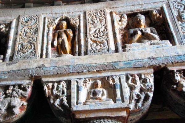 3163-阿姜塔石窟-26號洞窟列柱柱頭雕刻特寫.JPG