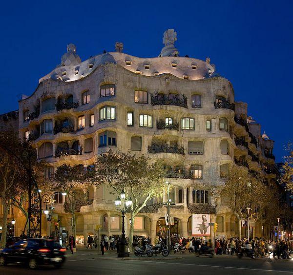 640px-Casa_Milà_-_Barcelona,_Spain_-_Jan_2007.jpg