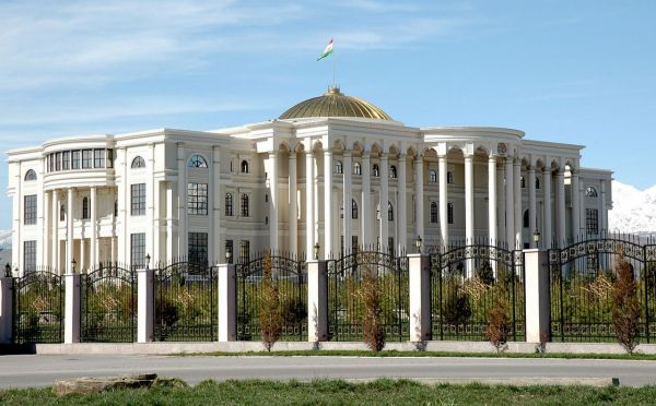 1280px-Dushanbe_Presidential_Palace_01.jpg