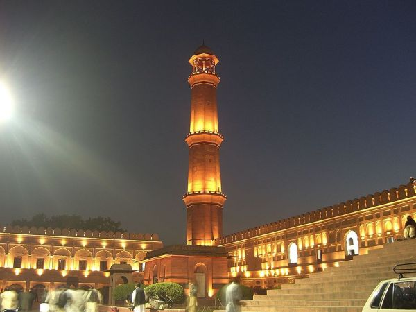 1024px-Badshahi_Lahore_Night.jpg