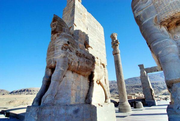 2335-波斯波利斯-皇宮大門-人馬獸雕像特寫.JPG