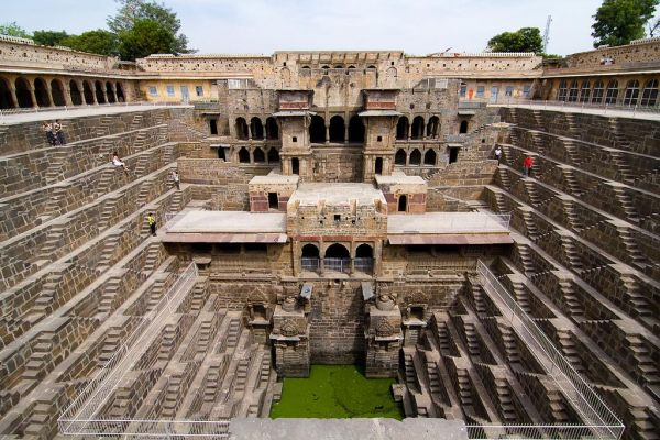chand-baoli-step-well_4093400_l.jpg