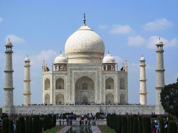 Taj_Mahal_inside_view_02.JPG
