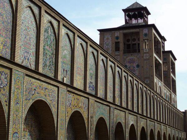 1024px-Golestan_palace_Tehran.jpg