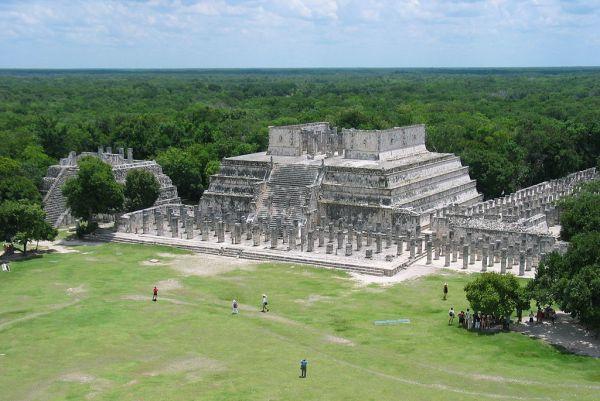 1024px-Templo_de_los_Guerreros.jpg