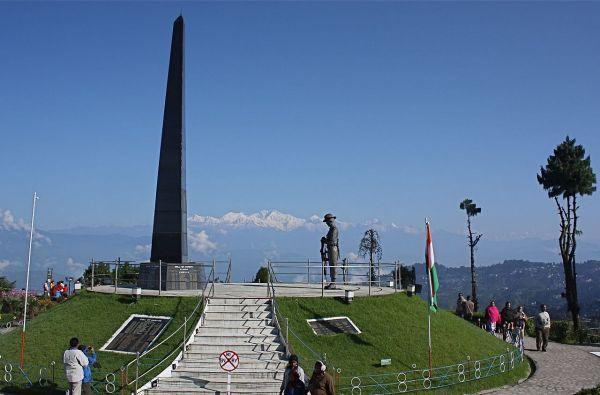 darjeeling_war_memorial_at_batasia_loop_darjeeli_13179.jpg