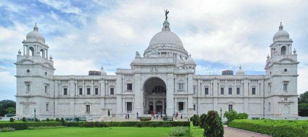 Victoria_Memorial_Kolkata_panorama.jpg