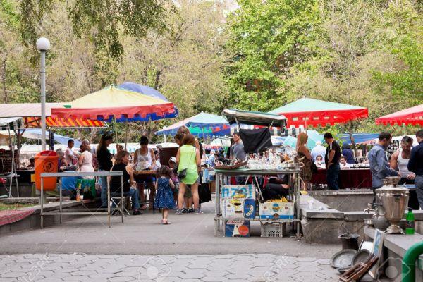 22626682-YEREVAN-ARMENIA-SEPTEMBER-21-tourists-on-street-market-Vernissage-in-Yerevan-Armenia-on-September-21-Stock-Photo.jpg